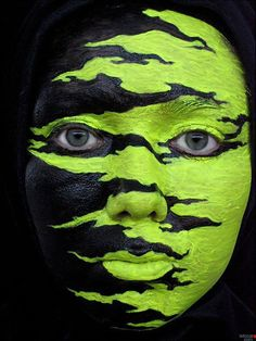 .halloween..... Wonder if that green glows in the dark? If I did this I would so use glow in the dark for the light half.