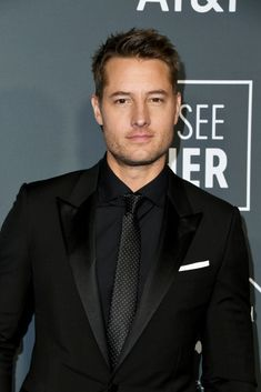 Justin Hartley attends the annual Critics' Choice Awards at Barker Hangar on January 2019 in Santa Monica, California. Get premium, high resolution news photos at Getty Images Justin Scott, Justin Hartley, Critics Choice, Young And The Restless, Smallville, Choice Awards, Celebs, Celebrities, American Actors
