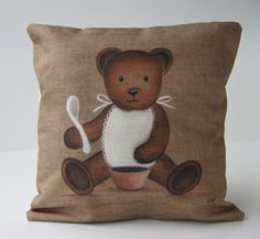 """Housse de coussin motif """"nounours bavoir """" décoration bébé : Textiles et tapis par secotine"""