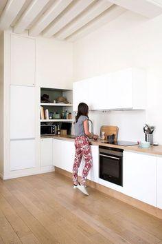 Modern apartment white kitchen Source by vanessafahmi Modern Kitchen Design, Interior Design Kitchen, Interior Office, New Kitchen, Kitchen Decor, Paris Kitchen, Küchen Design, House Design, Home Deco