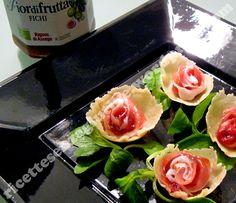 Le roselline sono un delizioso antipasto fingerfood senza glutine a base di formaggio grana, prosciutto crudo e fichi. Splendide presentate su un letto di valeriana o songino, non possono che soddi…