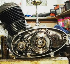 Cafe Racing, Motorcycle Engine, Armored Vehicles, Sport Cars, Cars And Motorcycles, Retro Vintage, Biker, Engineering, Chrome