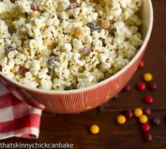 That skinny chick can bake!!!: Holiday White Chocolate Popcorn~