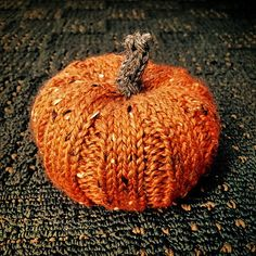Pumpkin Spice is a quick knit, perfect for fall decor. It's knit in the round with increases, k4, p2 ribbing and decreases. Make one, two, or twenty for yourself and all of your friends. It'll bring the fall spirit into any home.