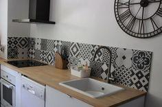 Credenza kitchen tiles Source by Decor, Home Kitchens, Kitchen Remodel, Kitchen Design, White Modern Kitchen, Kitchen Tiles, Sweet Home, Kitchen Decor, Home Deco