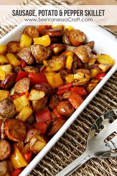 Healthy Sausage, Potato & Pepper ONE Skillet Recipe! #glutenfree #paleo #kidfriendly