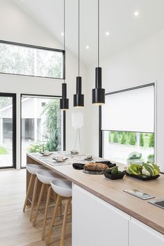 Komea saarekekeittiö kruunaa kodin home sweet home in 2019 кухня. Kitchen Interior, Kitchen Inspirations, House Design, House, Home, Kitchen Decor, Prefab Homes, House Interior, Home Deco