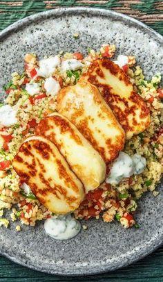 Step by Step Rezept: Würziger Halloumi mit Tabbouleh und Minzjoghurt. Veggie … Step by Step recipe: Spicy Halloumi with Tabbouleh and mint yoghurt. Halloumi, Vegetarian Crockpot Recipes, Beef Recipes, Healthy Recipes, Vegetarian Cheese, Soup Recipes, Tabbouleh Recipe, Hello Fresh Recipes, Soul Food