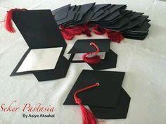 Mira las distintas opciones para crear hermosas invitaciones de graduación tan fáciles que tu mismo/a podrás hacerlas de una manera sencill...