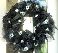 Happy Halloween!  This is a fun wreath.. similar to the Halloween eyeball wreath I have made before.