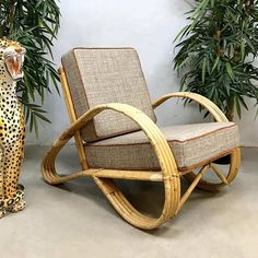 Vintage design rattan lounge chair by Rohé Noordwolde Bamboo Furniture, Deco Furniture, Round Back Dining Chairs, Tropical Home Decor, Bar Lounge, Lounge Chairs, Contemporary Dining Chairs, Rocking Chair, Chair Design