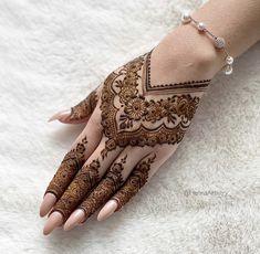 Pretty Henna Designs, Modern Henna Designs, Latest Henna Designs, Floral Henna Designs, Finger Henna Designs, Henna Tattoo Designs Simple, Mehndi Designs Feet, Modern Mehndi Designs, Henna Art Designs