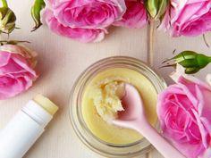 DIY Sunscreen Recipe - Mind Body And Spirit Wellbeing Homemade Lip Balm, Diy Lip Balm, Homemade Skin Care, Lip Balm Recipes, Deodorant Recipes, Homemade Deodorant, Diy Lotion, Lotion Bars, Natural Acne Remedies