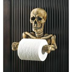 Spooky Toilet Paper Holder Halloween is coming! Are You Ready! This bony fellows grinning every time the papers spinning. Spooky toilet paper holder is a most unexpected addition to your bathroom; a daring decorators dream come true! Skull Decor, Skull Art, Skull Head, Skull Rock, Halloween Bathroom, Pirate Bathroom, Halloween Party, Halloween Skull, Product Design