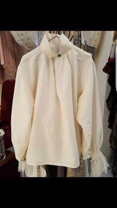 une chemise à jabot en crêpe de soie