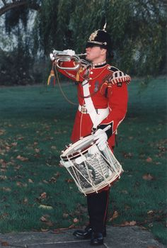Bugle and Bugle Horns Drum Music, New Music, Queens Guard, Drums Art, Drum Major, Military Modelling, Men In Uniform, Military Uniforms, British Army