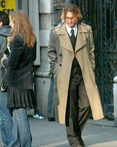 I love a man in a long coat! Hot Actors, Actors & Actresses, Lily Rose Melody Depp, Jonny Deep, Johnny Depp Movies, Captain Jack Sparrow, Elegant Man, Daniel Radcliffe, Sexy Men