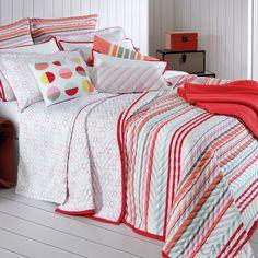 Linha Beverly - Trussardi A estampa com delicados círculos coloridos do jogo de cama remete aos maracons franceses, trazendo descontração e jovialidade ao ambiente, ideal para o quarto de adolescentes.