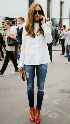White shirt looks. What to pair a white shirt with. White shirt street style look. Olivia Palermo in White Shirt. Dressing up ripped jeans. Denim Fashion, Look Fashion, Autumn Fashion, Womens Fashion, Street Fashion, Net Fashion, Fashion Outfits, Luxury Fashion, Fashion Weeks
