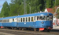 Local train in Finland called lättähattu (flat hat)(old days) Vintage Banner, North Europe, Good Neighbor, Nordic Design, Beautiful Buildings, Way Of Life, Helsinki, Childhood Memories, Good Times