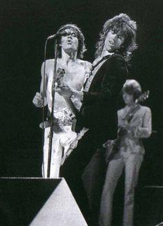 Mick and Keith The Rolling Stones Rock N Roll, Classic Rock And Roll, Rolling Stones Music, Music Jam, Acid Rock, Ron Woods, Singer One, Charlie Watts, Cool Rocks