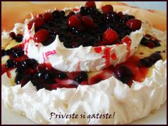 Pavlova cu crema de vanilie