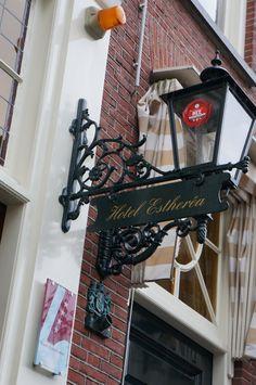 """@Hotel Estherea Amsterdam (Singel 303-309): """"#grachtencode bezoek @Hotel Estherea Amsterdam aan de Singel gracht, bewonder onze prachtige oude gevel en ontdek de code!"""""""