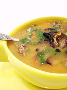 Sopa de Abóbora com Carne e Cebola Frita