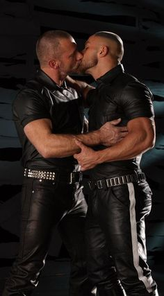 gay kiss love bear leather bondage kinky hard male men