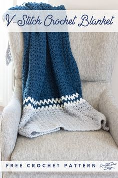 This V Stitch Crochet Blanket Is an easy pattern using the Double Crochet Stitch. Learn how to Crochet the V-Stitch today with this free crochet tutorial. Crochet Afghans, Motifs Afghans, Crochet Throw Pattern, Crochet Stitches Patterns, Baby Blanket Crochet, Crochet Baby, Crochet Blankets, Baby Blankets, Dishcloth Crochet