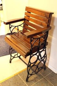 Treadle Sewing Machine Base Repurposed Chair. love this , this is what upcycling is all about Recycled Materials, Chair Design, Recycling, Antique Sewing Machines, Decorating Ideas, Upcycle