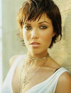 Mandy Moore hair styles with choppy bangs