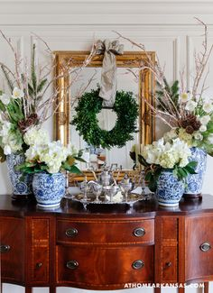 Decorating with blue and white is a classic and timeless palette for your home. Today I have some blue and white Christmas ideas and inspiration to decorate your home simply and beautifully for Christmas. Traditional Decor, Chinoiserie, Blue White Decor, Blue Christmas, Blue Decor, White Christmas Decor, White Christmas, White Decor, Blue And White
