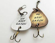 He encontrado este interesante anuncio de Etsy en https://www.etsy.com/es/listing/245320329/senuelos-de-pesca-personalizadas-regalo