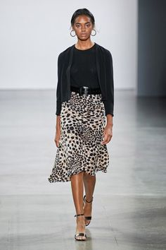 Elie Tahari Spring 2020 Ready-to-Wear Collection - Vogue Elie Tahari, 21st Birthday Outfits, Birthday Outfit For Women, Birthday Dresses, Dresses For Teens, Club Dresses, Midi Dresses, Vogue Paris, Backstage