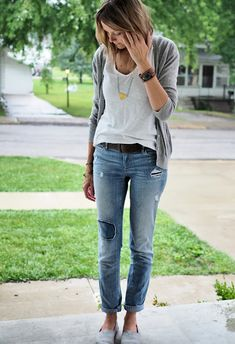 Jeans, white t-shirt, belt, cardigan, long necklace