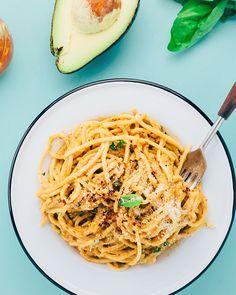 5. Avocado and Sun-Dried Tomato Pesto Pasta #healthy #vegan #pasta http://greatist.com/eat/healthy-pasta-recipes-creamy-vegan-sauces