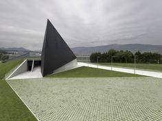 BTEK - Centre d'interpretation de la Tecnologíe / ACXT Parement en panneaux photovoltaïques.