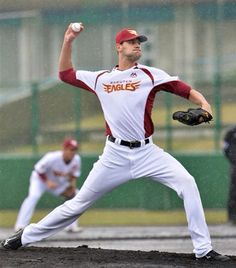 Loek van Mil playing for Rakuten Eagles