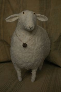 I love this needle-felted Sheep! Needle Felted Animals, Felt Animals, Plush Animals, Sheep Art, Sheep Wool, Sheep Crafts, Felt Crafts, Primitive Sheep, Sheep And Lamb