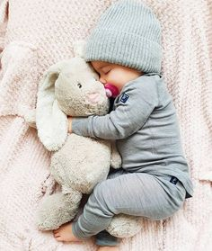 Outstanding tips are readily available on our web pages. Check it out and you will not be sorry you did. naissance part naissance bebe faire part felicitation baby boy clothes girl tips Cute Little Baby, Little Babies, Baby Love, Baby Kids, Baby Baby, Baby Newborn, Baby Sleep, Baby Shooting, Foto Baby