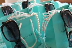 breakfast at tiffanys party ideas | Party Ideas / breakfast at tiffanys beach party. Really I totally could get into this especially if my gift came in a tiffanys box. LOL