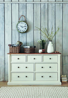 This Aurora wide chest is rustic and full of country charm.