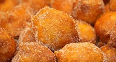 How to make Portuguese fried pumpkin dreams (sonhos de abobora). Oh my Jesus. Snack Recipes, Dessert Recipes, Cooking Recipes, Snacks, Gourmet Desserts, Plated Desserts, Portuguese Desserts, Portuguese Recipes, Portuguese Food