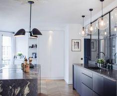 Cuisine design noir mat, réalisée par Perene Bastille #cuisinedesign #cuisinesurmesure #cuisinedeluxe #cuisinehautdegamme #architectureinterieure #decorationinterieure #homedecor #interiordesign
