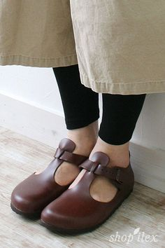 60 Trending Shoes Every Girl Should Have Shoes Collection – Casual Fashion Trends Collection. Clogs Shoes, Sock Shoes, Cute Shoes, Me Too Shoes, Shoe Boots, Casual Fashion Trends, Comfy Shoes, Winter Shoes, Shoe Collection