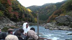 京都の秋  トロッコ列車、保津川下り 紅葉 Down the river by boat in rapids