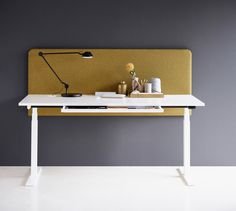 Avoid pain in your back, neck, and shoulders✋🏼 If you have a height-adjustable desk, remember to change the height and stand up several times a day 👣