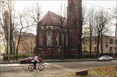 Если вы были в Калининграде и не зашлив квартал Амалиенау, значит вы не были в Калининграде. Квартал Амалиенау считается жемчужиной города. Здесь можно гулять часами, смотреть на вековые домики и наслаждаться нетипичной для России планировкой улиц. Район начал застраиваться в самом начале 20…