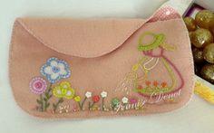 Felt - small purse | Flickr - Photo Sharing!